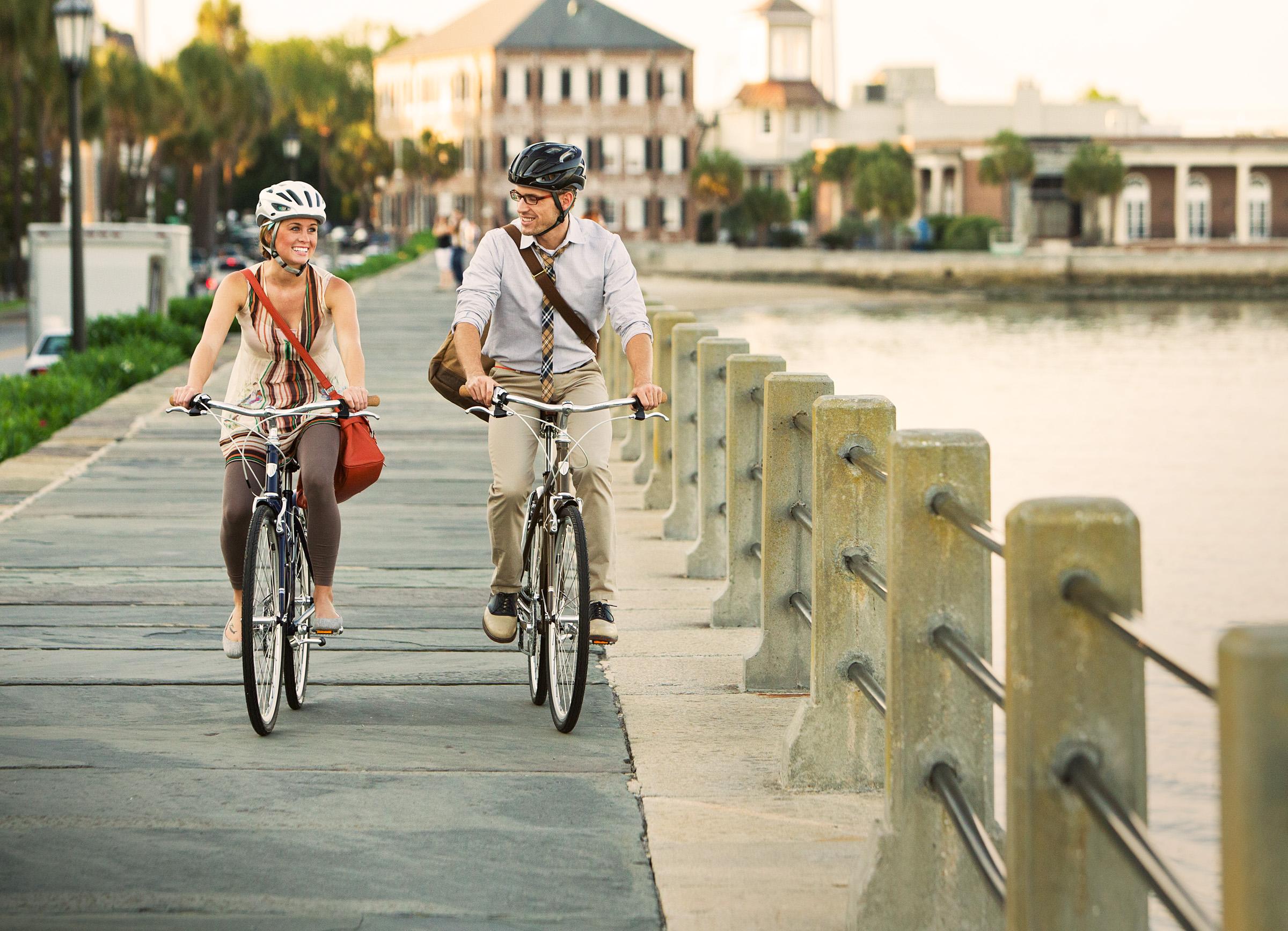 urbanes fahrradfahren zwischen fahrrad und b rokleidung. Black Bedroom Furniture Sets. Home Design Ideas