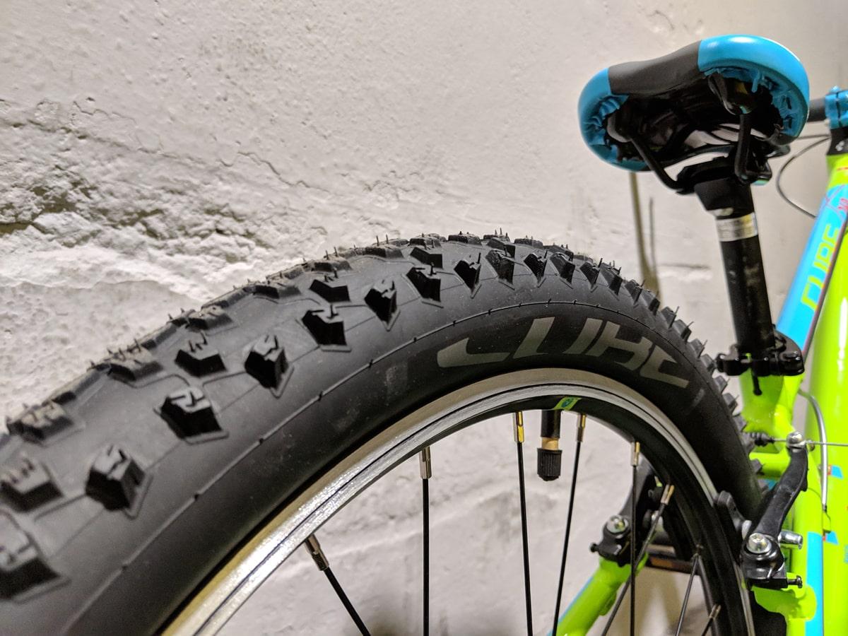 Cube Acid 240 Kinder Mountainbike - Kids MTB mit starker Cube Impac Smartpac Bereifung