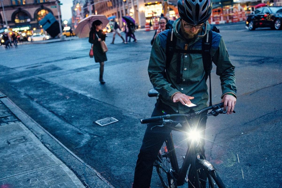 Fahrradlicht - die wichtigsten Infos rund um die Fahrradlampe - Titelbild - Lucky Bike