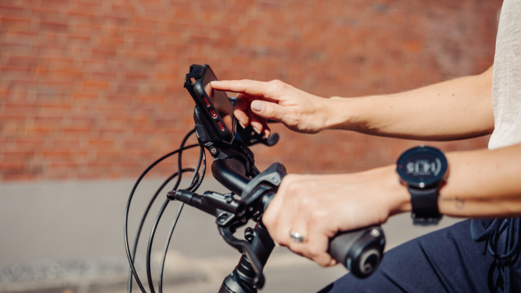 LUCKY_BIKE_Kaufberatung_E-Trekkingbike_Kreidler_Bosch_Smartphone_Hub_2021_Shooting