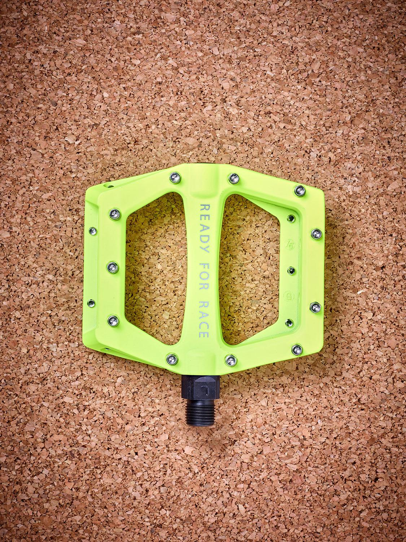 rfr flat cmpt pedale neon yellow markenr der zubeh r. Black Bedroom Furniture Sets. Home Design Ideas