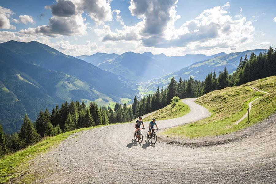 E-MTB Fully bei Lucky Bike kaufen - ausgedehnte Touren auf dem vollgefederten E-Mountainbike