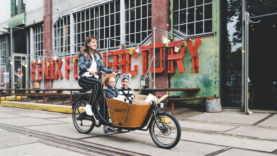 Mit einem Lastenrad von Babboe durch die Stadt kurven - Urban